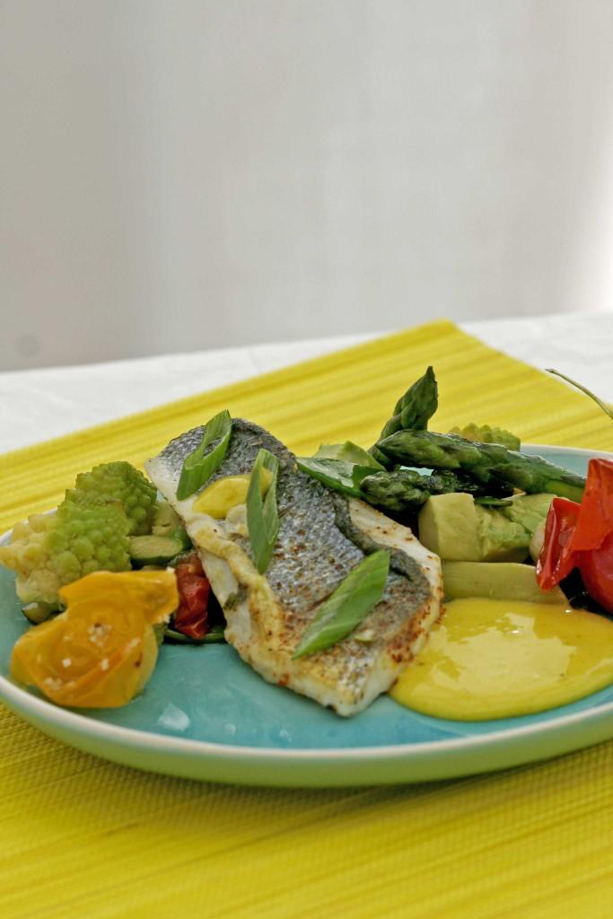 zeebaars-met-groene-asperges-en-avocado