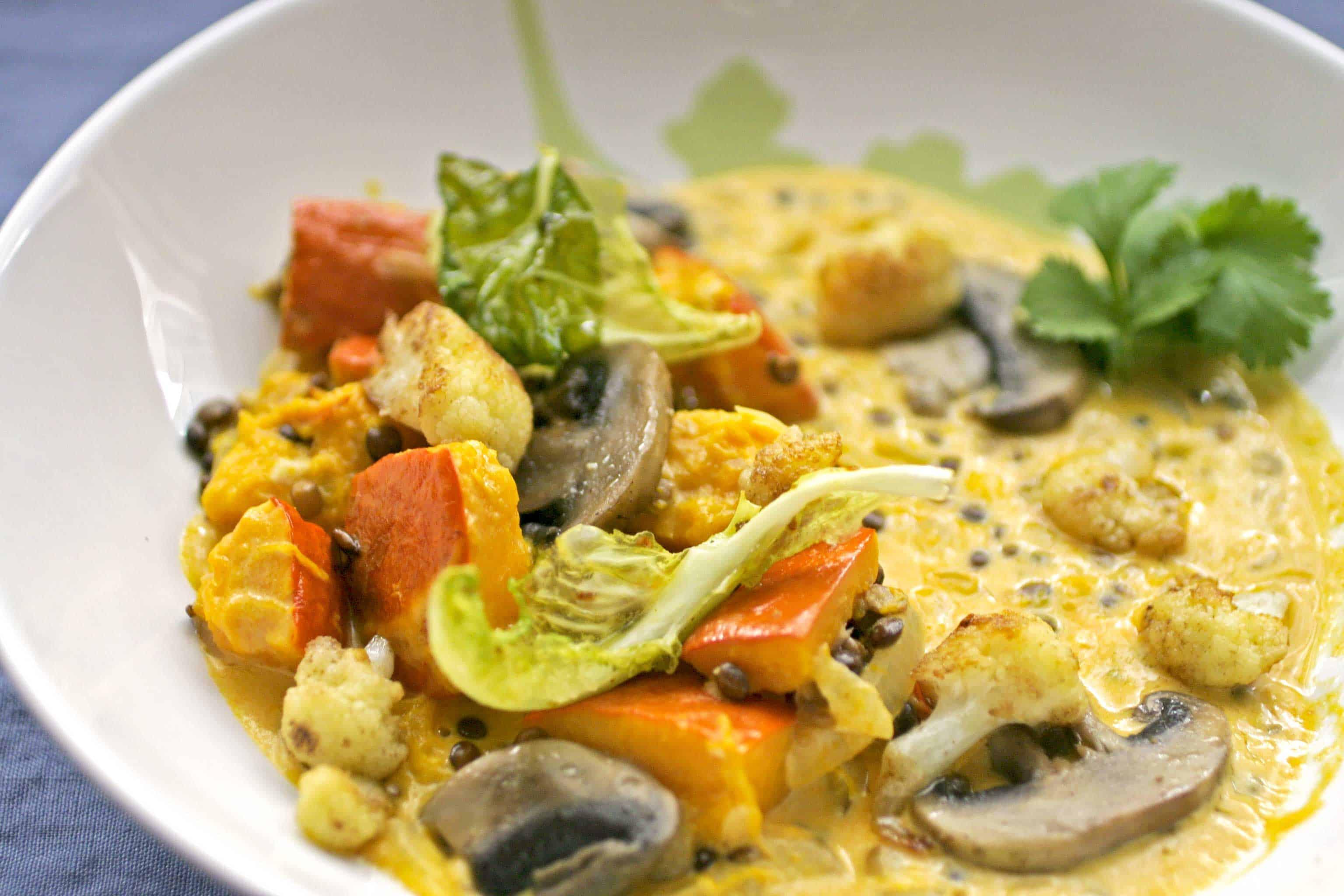 Linzen curry met pompoen en champignons
